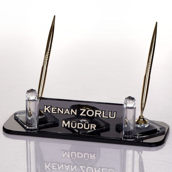 En güzel ofis hediyesi kristal masa üstü isimliği kalemli ve saatli